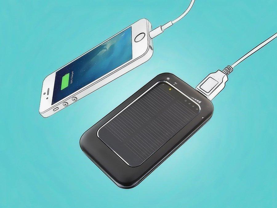 Солнечная батарея подсоединена к телефону