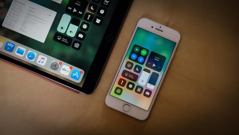 Хочешь джейлбрейк — не обновляй iOS