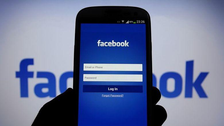 Приложение Facebook на смартфоне