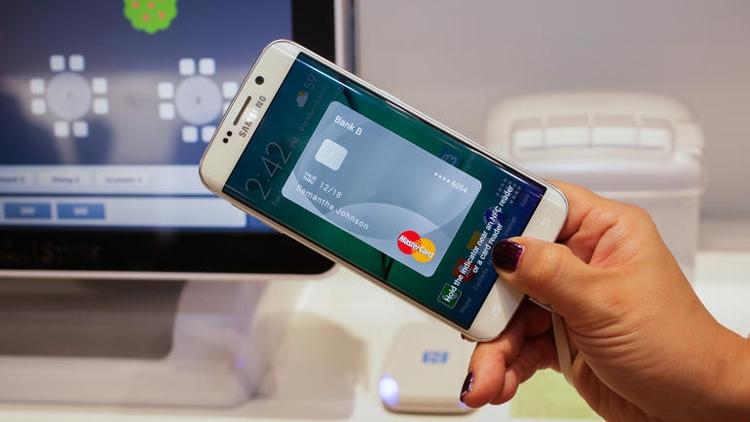 Приложение Samsung Pay на смартфоне