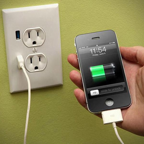 Процесс зарядки смартфона
