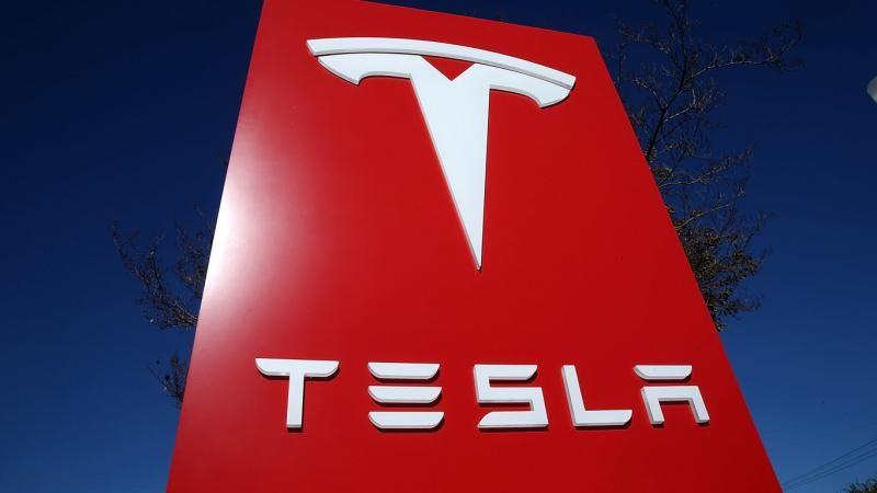 Опубликованы первые снимки смартфона Tesla