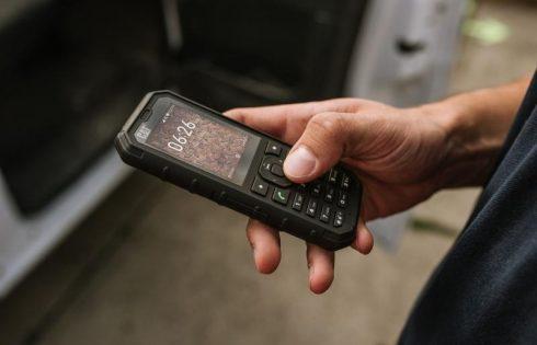 Кнопочный телефон Cat B35 получил поддержку сервисов Google