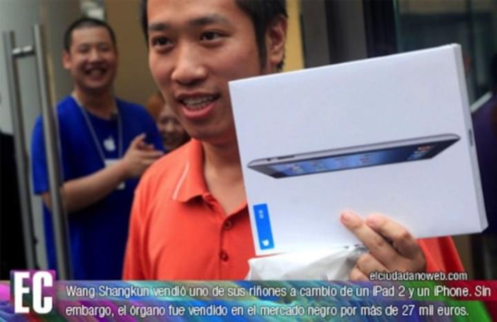 Парень в Китае в iPhone