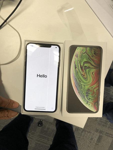 Полоса на экране iPhone XS