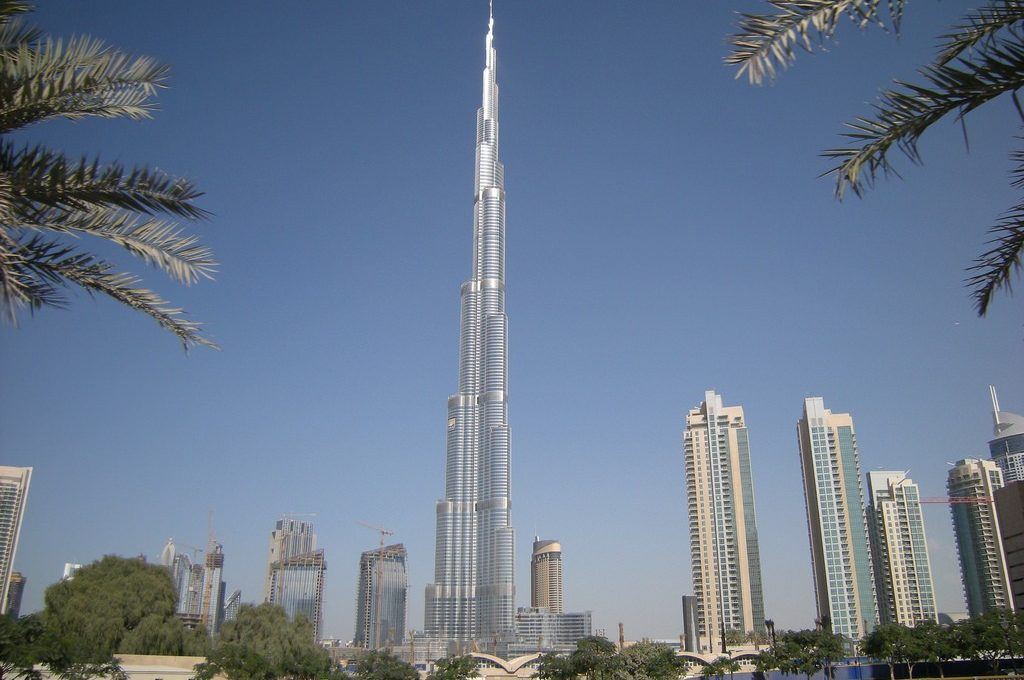 Небоскреб Бурдж-Халифа в Дубаях