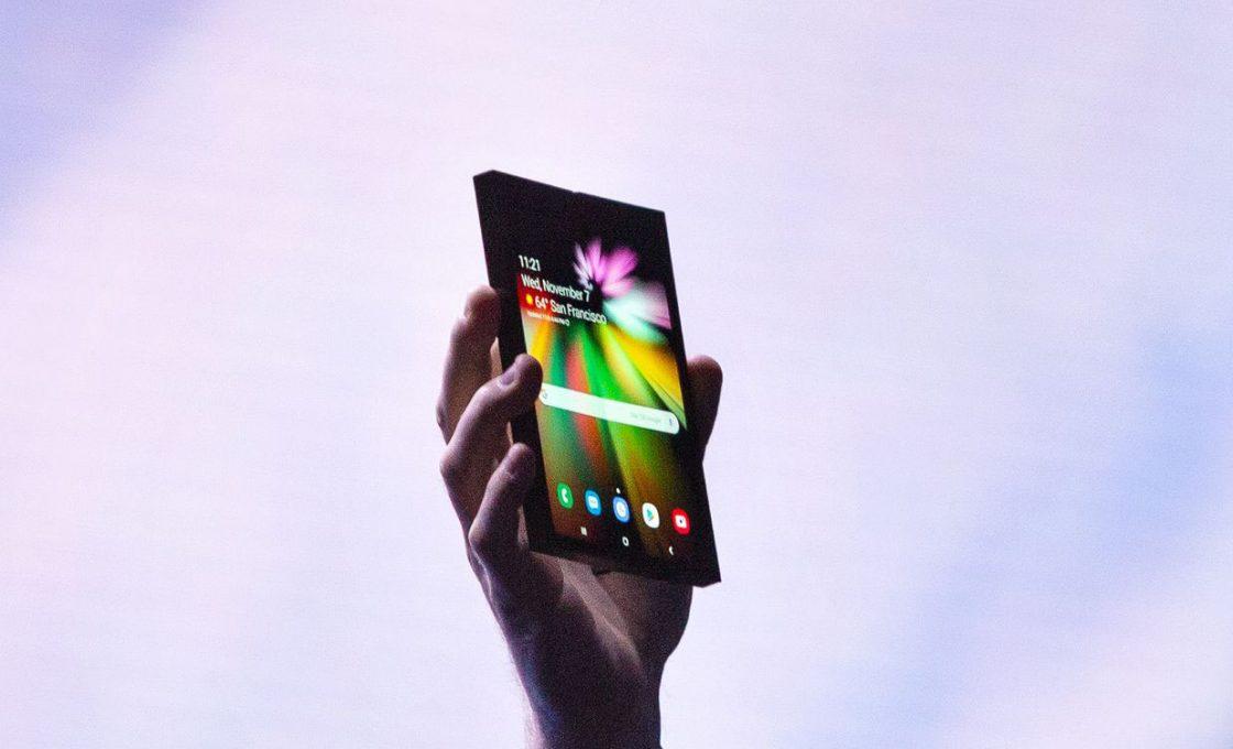 Сгибающийся смартфон Samsung