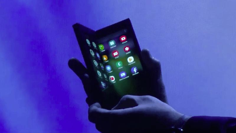 Стало известно, когда сгибающийся смартфон Samsung поступит в продажу