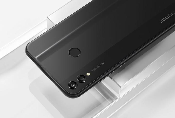 Смартфон Honor 8X черного цвета