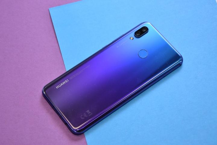 Смартфон Huawei Nova 3