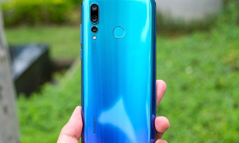 У смартфона Huawei Nova 4 может появиться упрощённая версия