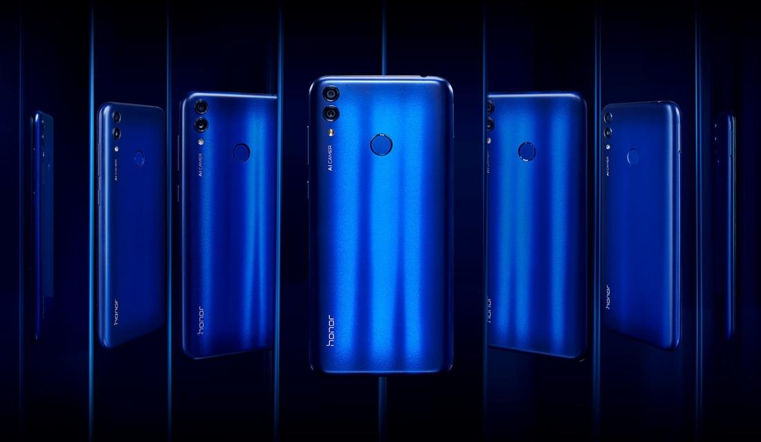 Телефон Honor 8C в разных ракурсах