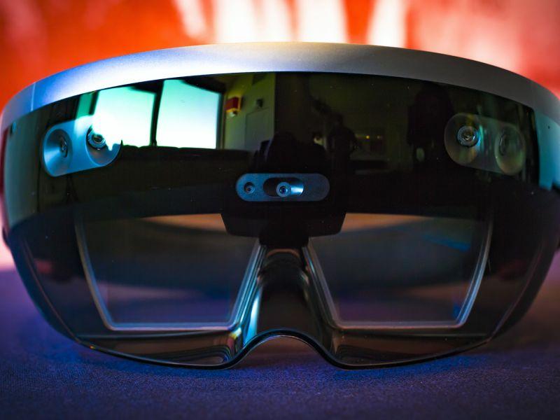 Шлем смешанной реальности от Microsoft: полный разбор