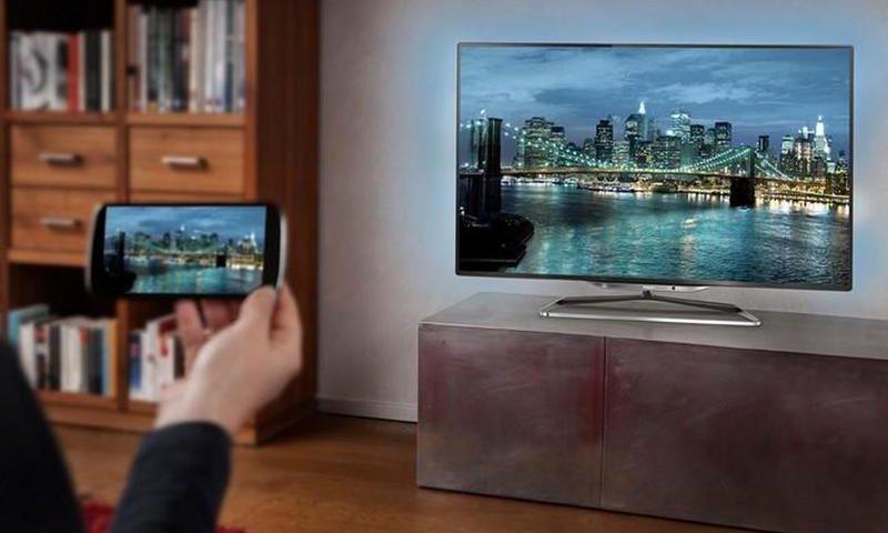 Как подключить смартфон к телевизору через кабель и по Wi-Fi