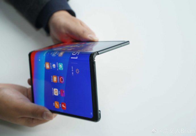 На сайте TENAA появился складной Huawei Mate X