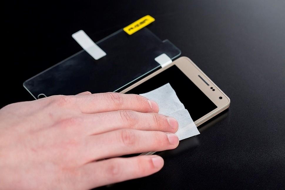 Очистка дисплея смартфона