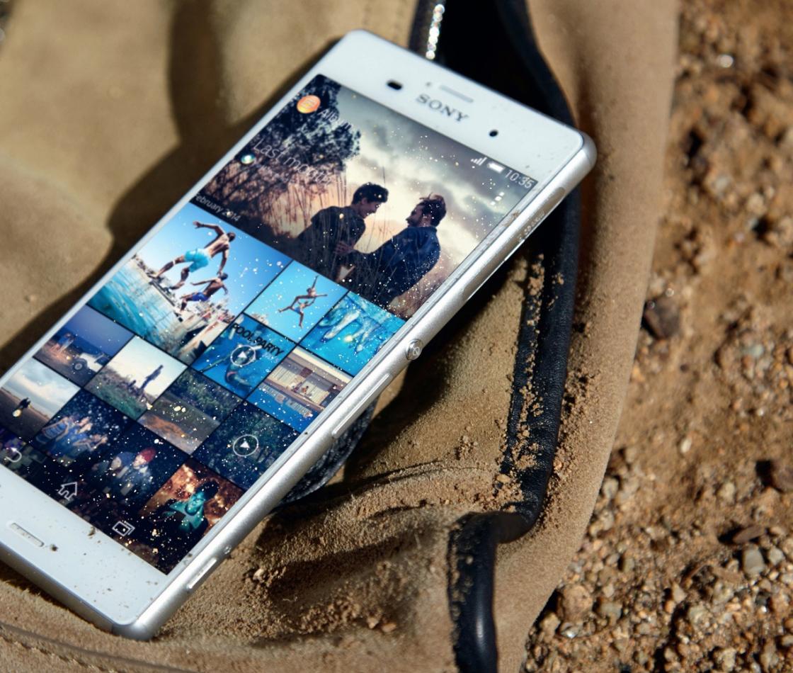 Телефон на песке