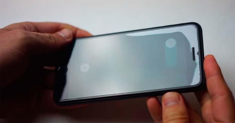 Смартфон с защитным стеклом