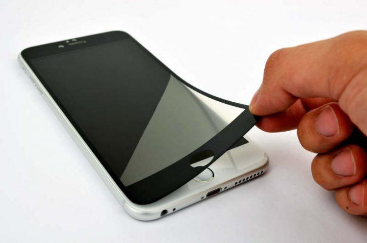 Отслаивается защитное стекло на телефоне — пора менять или можно приклеить заново?