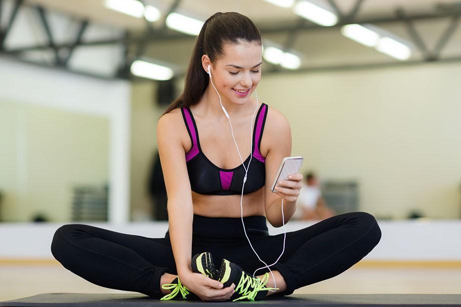 Занятие фитнесом с помощью приложений