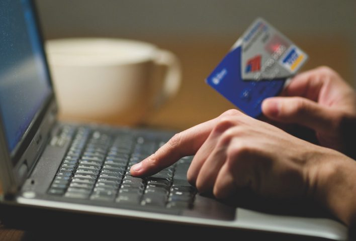 Как воруют деньги в соцсетях и как не дать себя обмануть