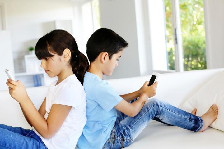 Как с легкостью «вытащить» ребенка из смартфона
