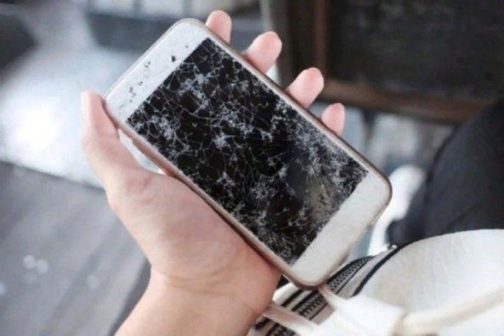 Почему нельзя пользоваться смартфоном с трещинами, даже если он продолжает работать